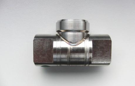 3D-Laserschweißen, gepulst mit Schutzgas Stickstoff, hier am BEispiel einer Rohrdurchdringung