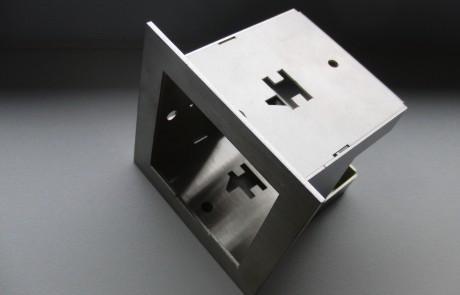 Baugruppenmontage Leuchtengehäuse Edelstahl 1mm seitlich