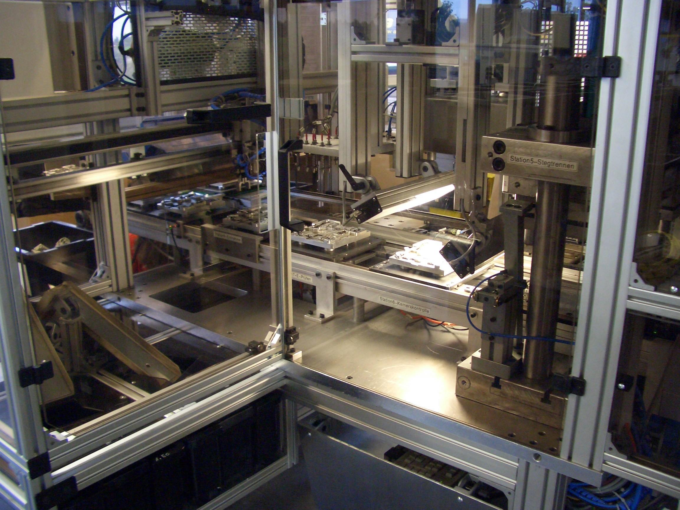 Baugruppenmontage automatisiert - Heißprägen