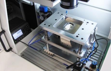 Laser Kunststoffschweißen Quasisimultanschweißen - Vorrichtung mit Setzwegmessung