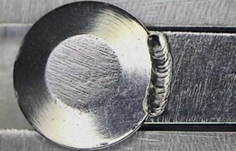 Laserschweißen einer Verdrehsicherung für Bolzen